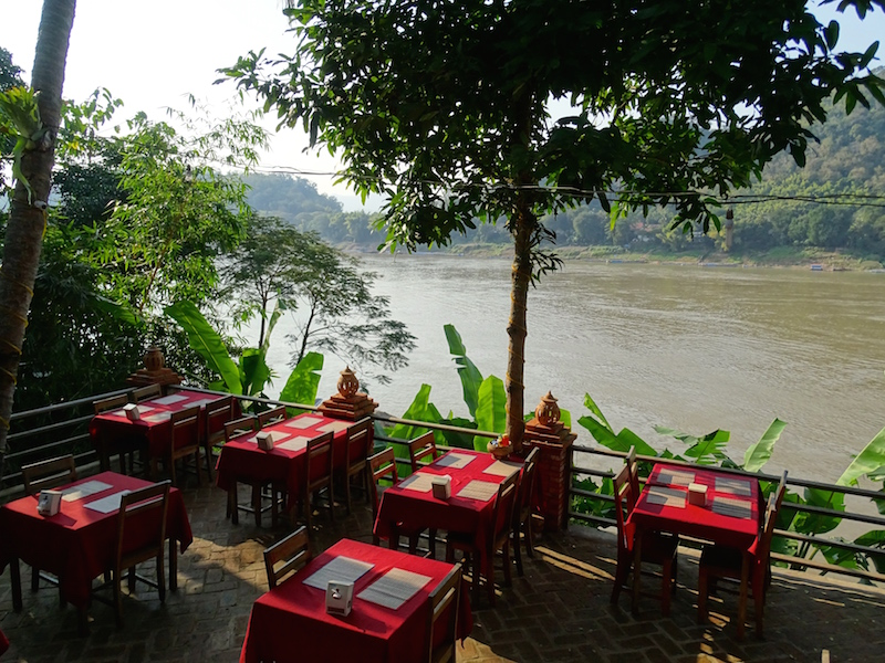 Les rives du mekong a luang prabang au laos