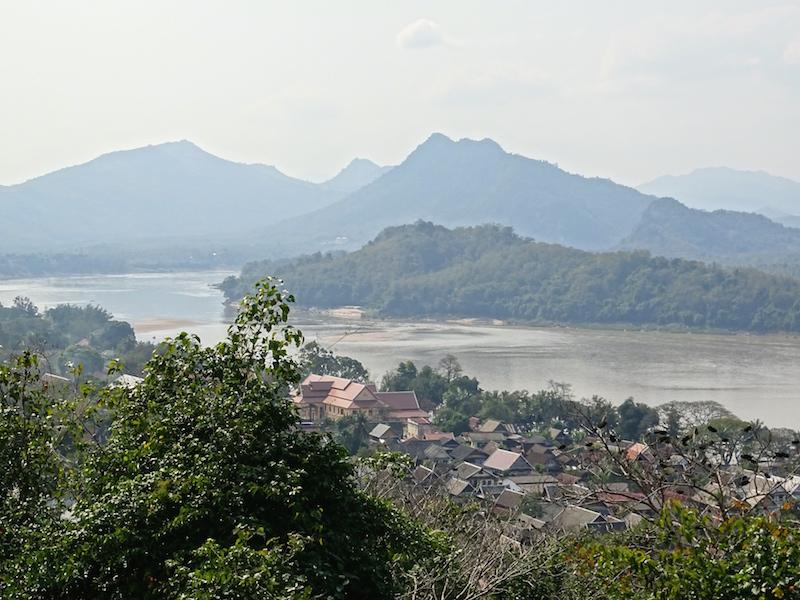 La vue sur le mekong a luang rpprabang au laos