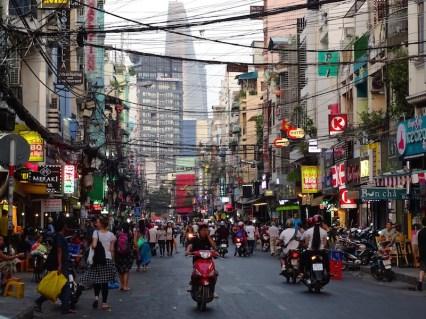 Ho Chi Minh et ses scooters