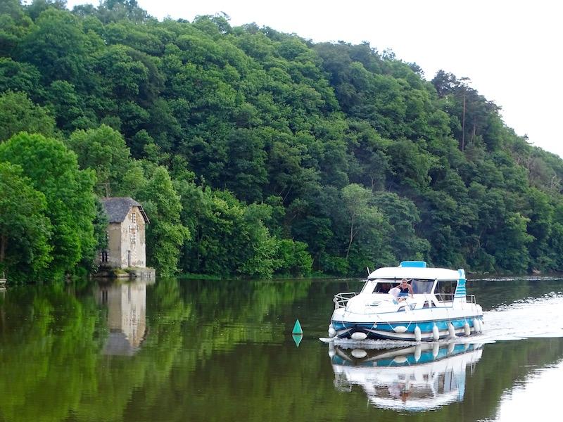 ©playingtheworld-mayenne-fleuve-bateau-laval (28)