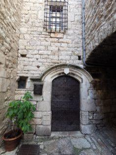 Dans les rues de Sainte-Enimie en Lozère