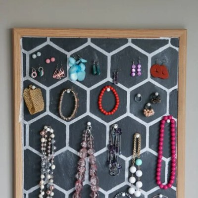 Easy DIY Jewelry Holder from a Cork Board