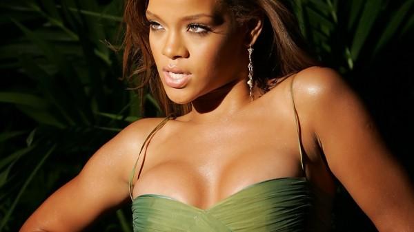 Rihanna-hot-001