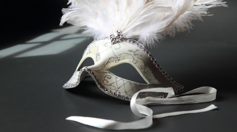 A white carnival mask