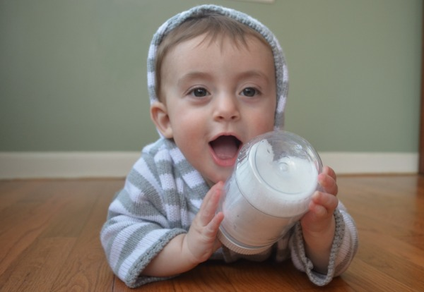 Baby discovery bottle idea - snow bottle!