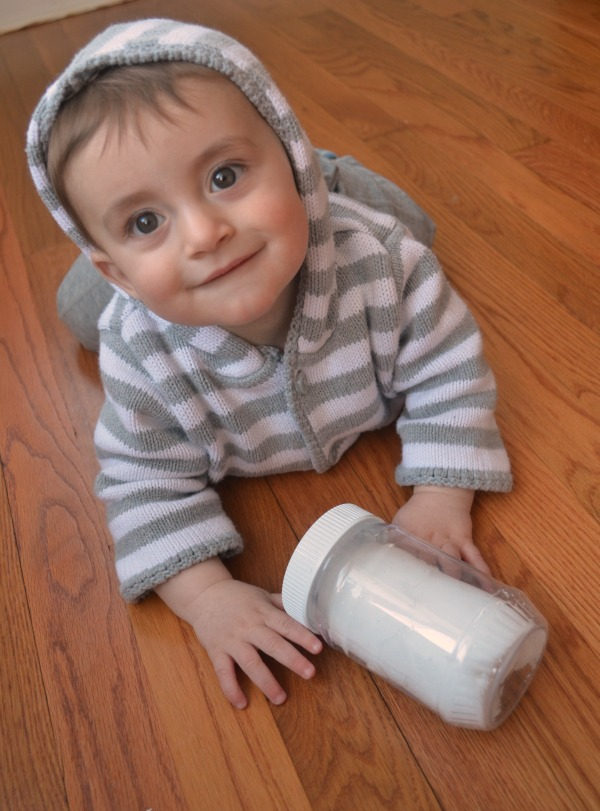 Make a winter sensory bottle for babies!