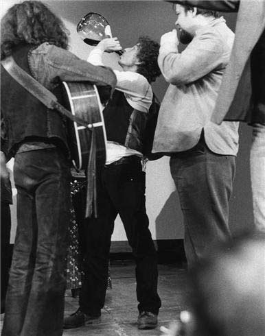 Bob_Dylan_and_Wine_2