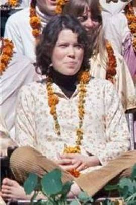 prudence-farrow-in-rishikesh-with-the-beatles-learning-meditation