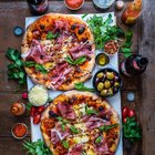 SNiBZYHTm w8GU57rh g2Xzs0aQTDieG T  BA65ypU Twin pizzas topped with prosciutto, basil, pepper flakes and a drizzle of balsamic vinegar. [1080 × 1349]