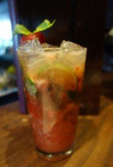 Mojito (strawberry, rhubarb, basil, balsamic, rum, prosecco)