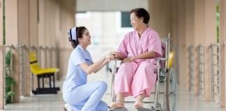 Paciente com enfermeira