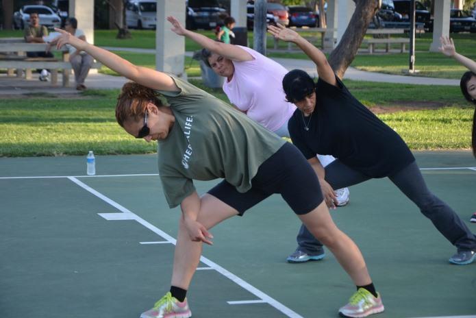 Mulheres fazendo exercícios