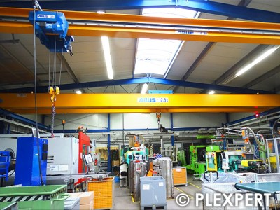 Bridge Crane in Injection Molding