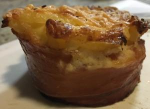 Het eindresultaat uit de muffinvorm; omwikkeld met serranoham