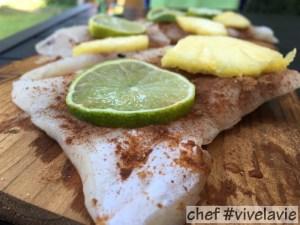 ananas-limoen vis op de rookplank