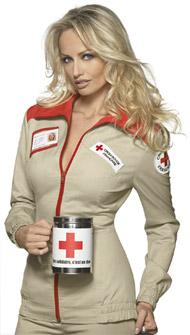 Adriana Karembeu con la divisa della Croix Rouge