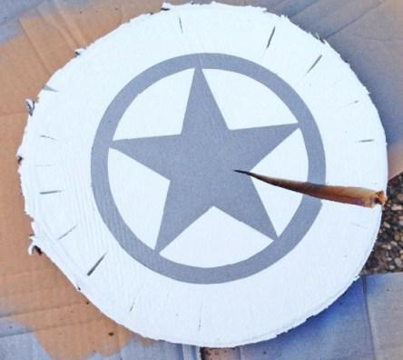 Voila! Fertig ist die stylische Baumscheibe - Bild: www.PlusPerfekt.de