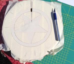 Mit dem Skalpell vorsichtig das Kreppband ablösen. Bild: www.PlusPerfekt.de