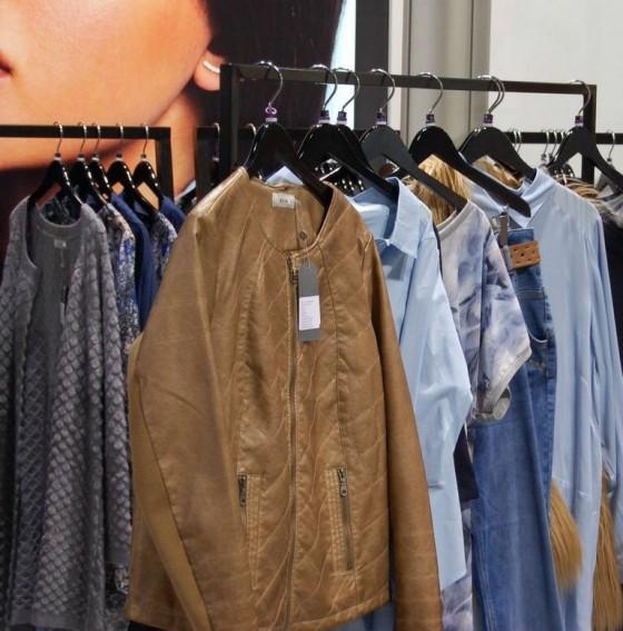 """Mode in Großen Größen von Zizzi! Wir nennen die Jacke """"Yvonnes Must-have"""" - Bild: PlusPerfekt.de"""