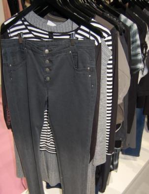 Jeansfashion für Curvys aus Dänemark I Bild: Adia
