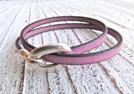 Armband aus Leder in Beere I charme-charmant.de