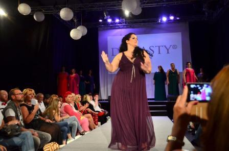 XXL-Abendkleid von Dynasty London