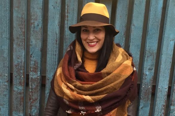 Chapeau! Model Zoi Mit Stylischem Multi-Colour-Hut