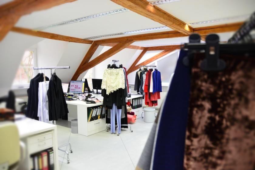 Hier werden aus Skizzen Modelle I Im Mode-Atelier von Sallie Sahne & Minx