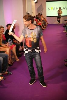 Herrenshirt aus der Kollektion von Noah Kay I Manou Lenz Fashion Show I Fashion Week Berlin