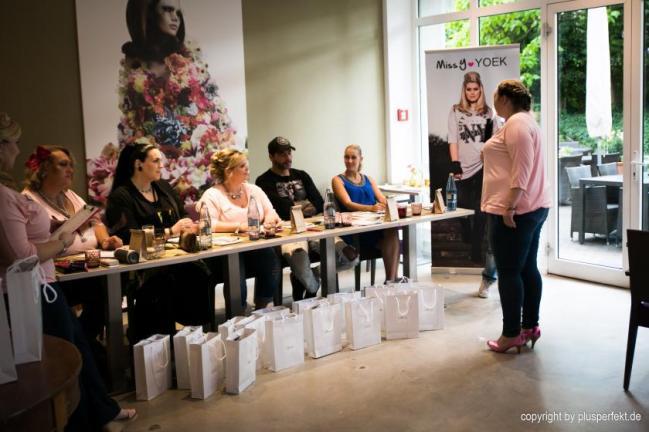 Die Jury beim Casting zur Wahl der Fräulein Kurvig im Indigo-Hotel in Düsseldorf