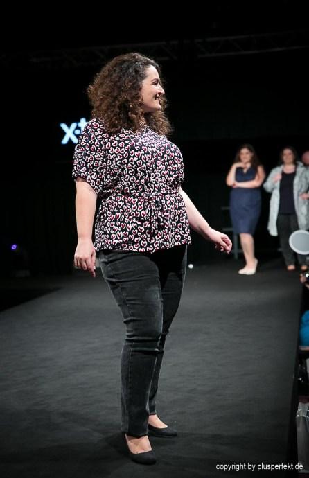 Bluse und Jeans in Plus Size
