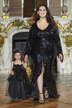 Haute Couture I Plus Size Mode bei der Fashion Show von Ewa Minge im Rahmen der Fashion Week Paris