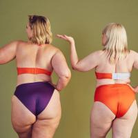 Bikini oder Badeanzug? Mit diesen Experten-Tipps findest du die richtige Swimwear