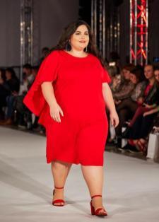 Model Evelyne auf dem Runway der Diversity Fashion Days