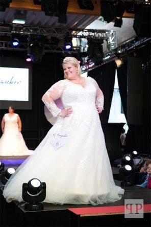 Brautkleid mit V-Ausschnitt   Brautatelier Feenzauber