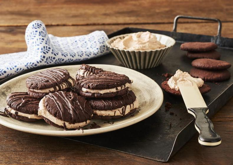 Schokokekse mit Kakaocremefüllung