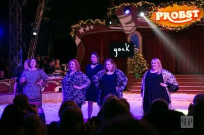 Mode von Yoek in der Zirkusmanege