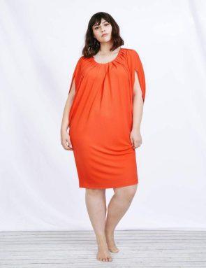 Orangefarbenes Sommerkleid mit Drapierungen | Sallie Sahne