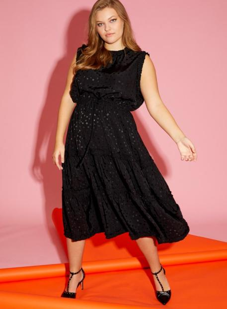 Schwarzes Kleid mot Volant in Plus Size | Anna Scholz Kollektion