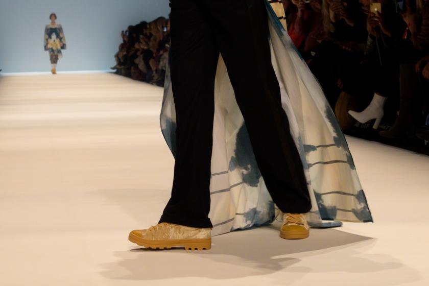 Sneakers goes Fashion | Rebekka Ruétz Kollektion Herbst-Winter 2020 | Credits: obs/Skechers USA Deutschland GmbH/Martin Loos