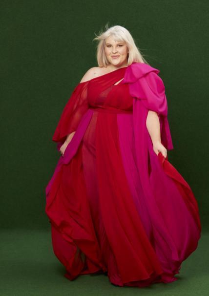 Traumkleid in Rot & Pink | Couture-Mode für Curvys von Jeanne Paulin
