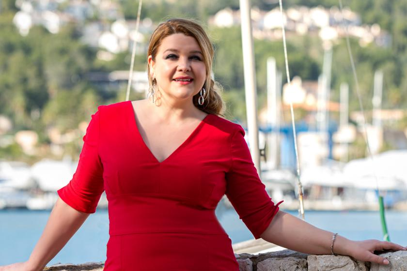 Dina Wacker, Miss Plus Size Germany zeigt Plus Size Mode aus ihrer Curvy-Kollektion