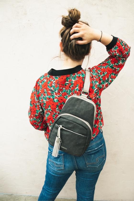 Backpack von Emily & Noah | Blouson von Molly Bracken Plus Size