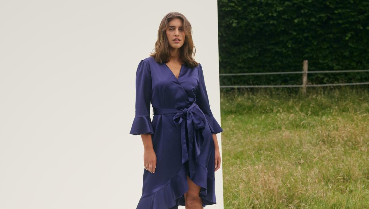 Kleid mit Volant aus der Guido Maria Kretschmer Kollektion für About You