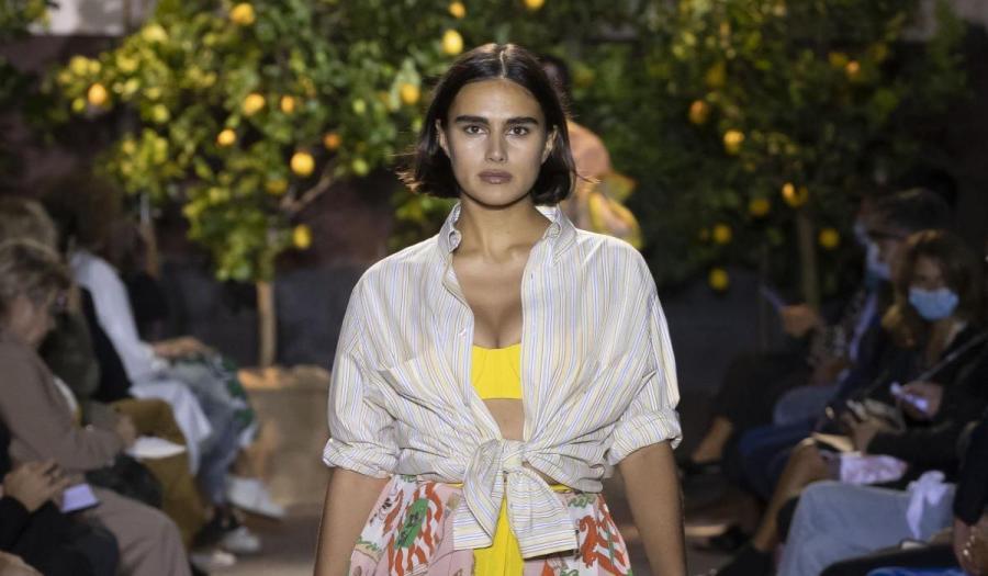 Ein Curvy-Model auf dem Runway für Etro   Fashion Week Mailand   Credit: PR Etro