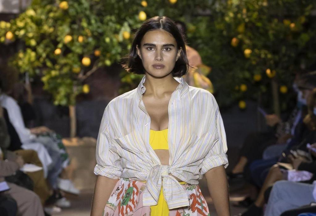 Ein Curvy-Model auf dem Runway für Etro | Fashion Week Mailand | Credit: PR Etro