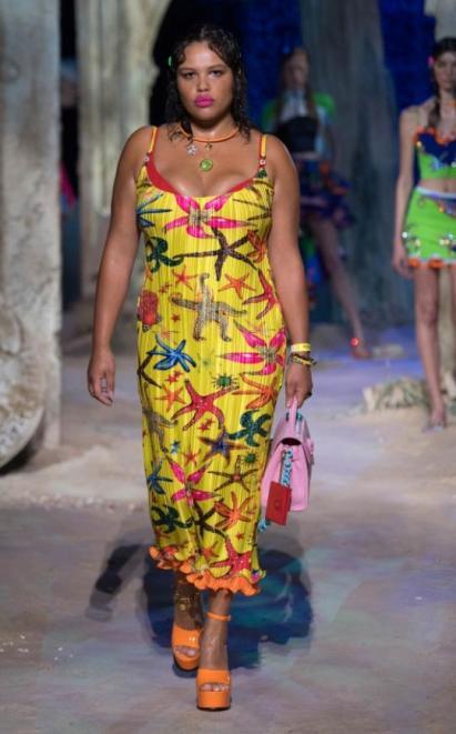Fashion Week Mailand: Sommermode von Versace | Credit: Versace PR