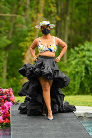 Bustier zum Volant-Rock | Curvy Model auf dem Runway für Christian Siriano Collection 37 | Spring Summer 2021