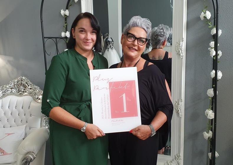 Das Kurvenschön ist auf Platz 1 der beliebtesten Brautmodenstudios | Nadine & Antje