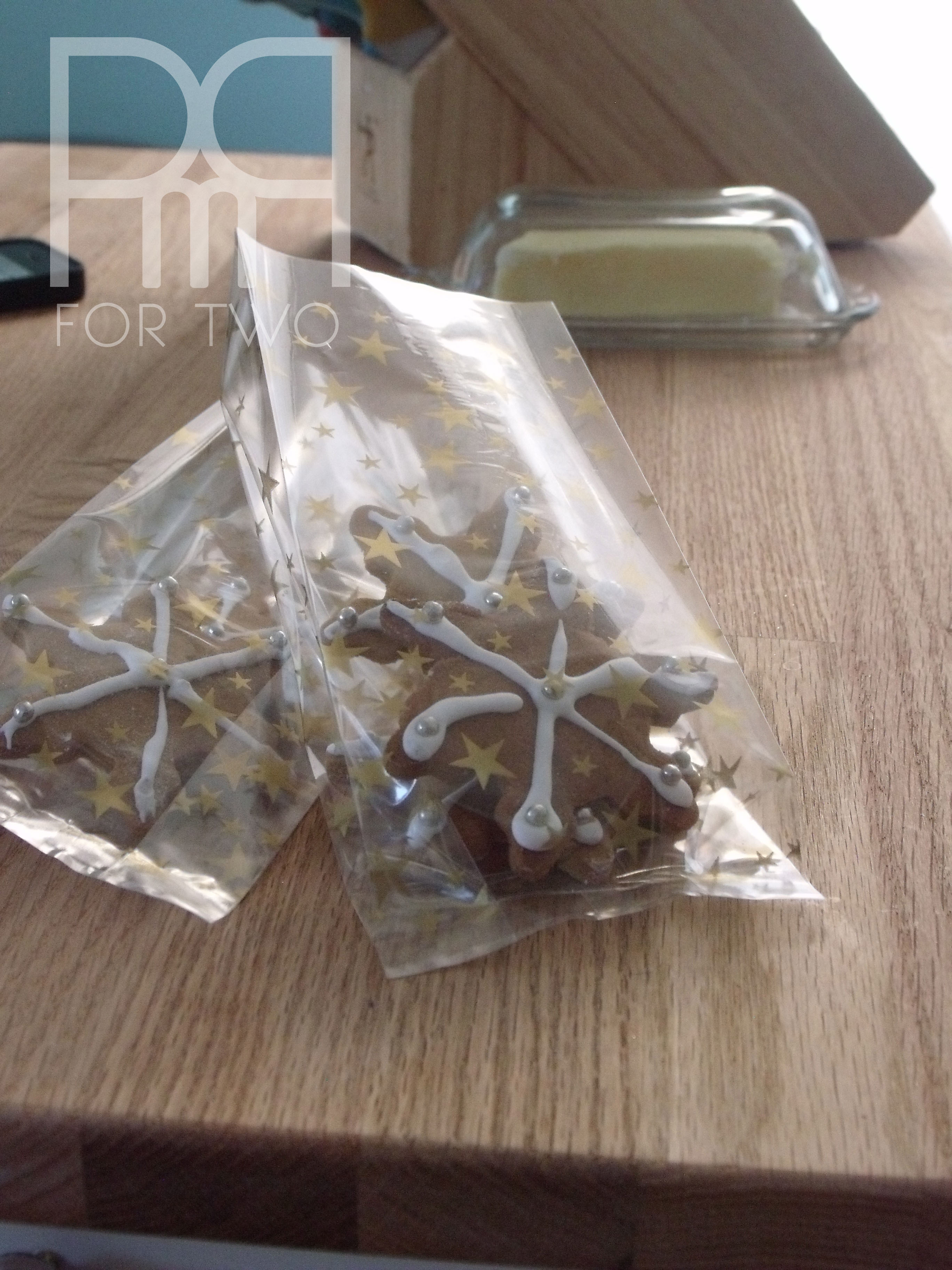 snowflake gingerbread cookies with dragibus in plastic bags